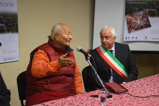 Rinpoche and the Mayor of Arcidosso. Photo P. Fassoli