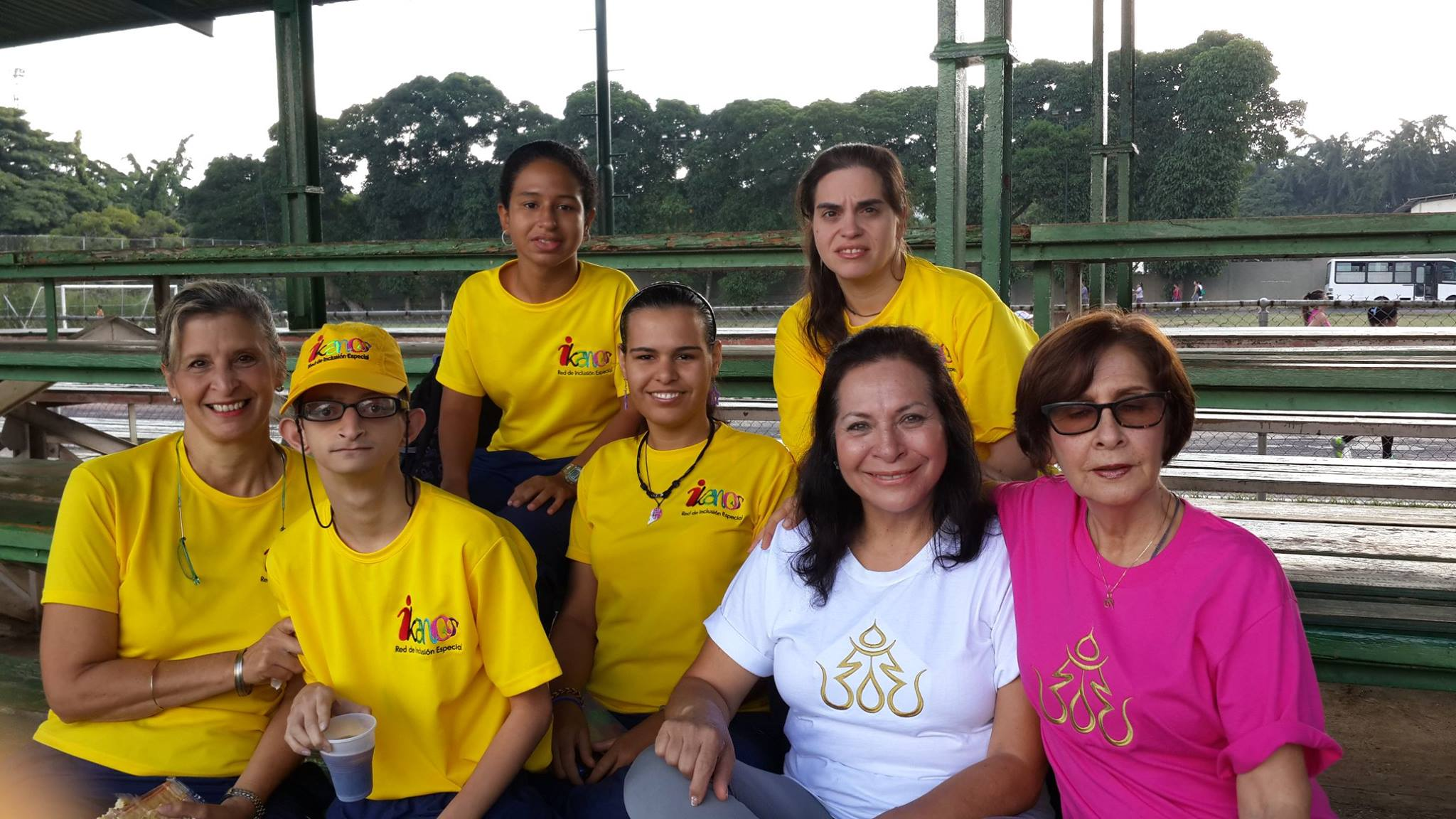 Carmen Rivas (second from right seated with white tshirt) and students