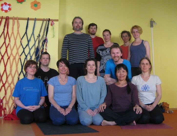 Yantra Yoga participants with Maaja and Oni