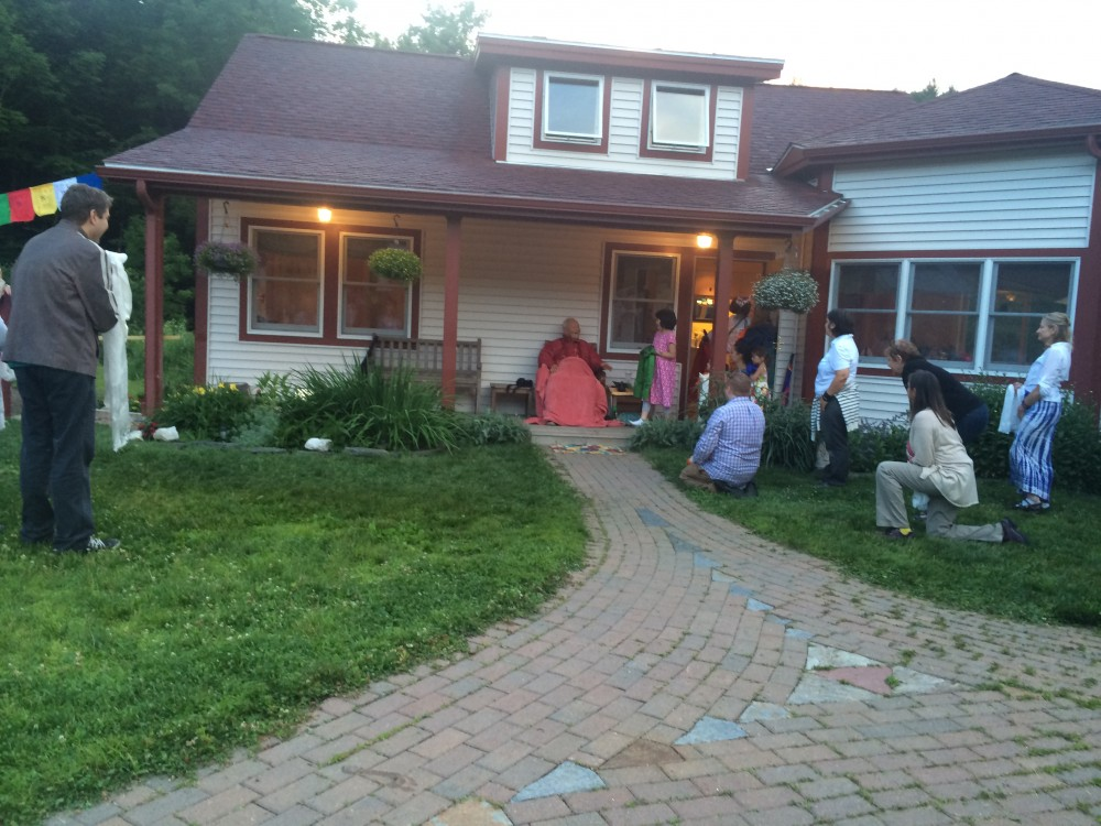Rinpoche greeted at his home at his arrival