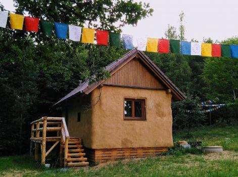 ecologic dark retreat house