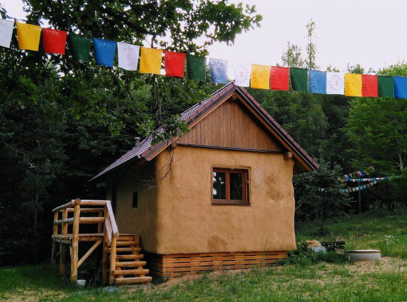 Ecologic Dark Retreat House in Czech Republic