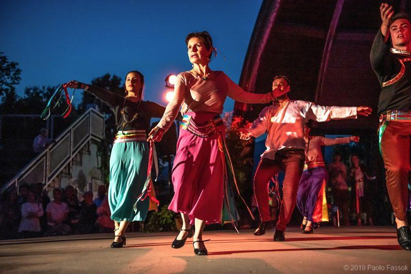 heart khaita joyful dances