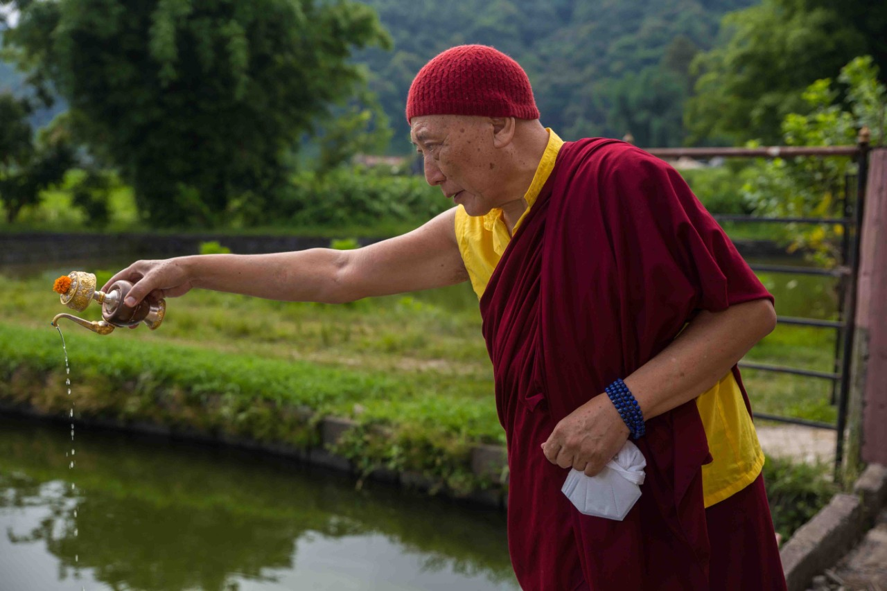 SSI UK Fish Release with Drugu Choegyal Rinpoche